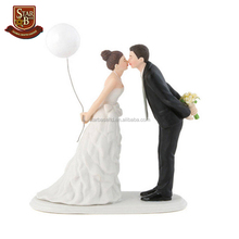 Factory custom made cake decorating figurines resin wedding cake topper figurines