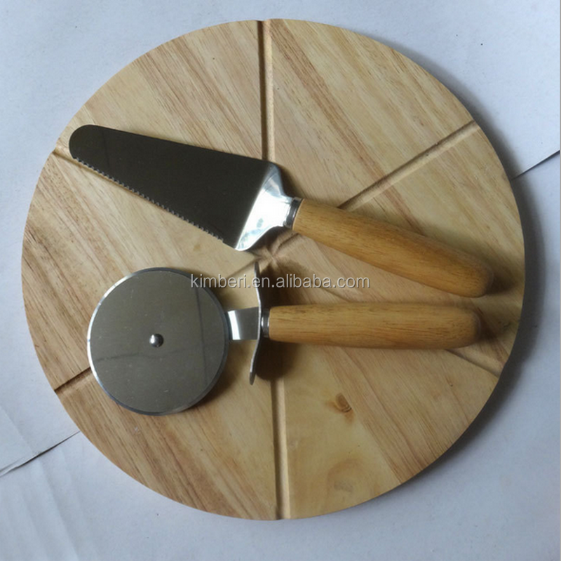 6 piecer round wooden pizza holder with pizza cutters
