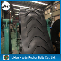 Vulcanized spliced endless chevron pattern rubber conveyor belt