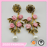 2016 Latest design charm pearl beautiful flower stud earring