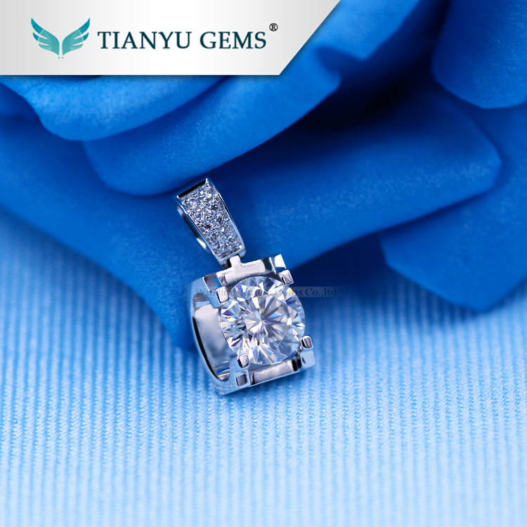 Wholesale <strong>1</strong> carat VVS Clarity DEF Moissanite Diamond New Design Gold Stone Necklace Pendant For Women