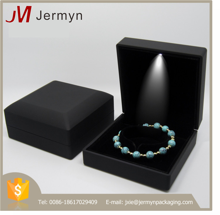Hot sale factory stocked plastic jewellery boxes with led light
