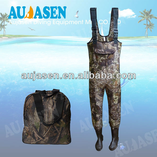 Durable camouflage neoprene wader for fishing