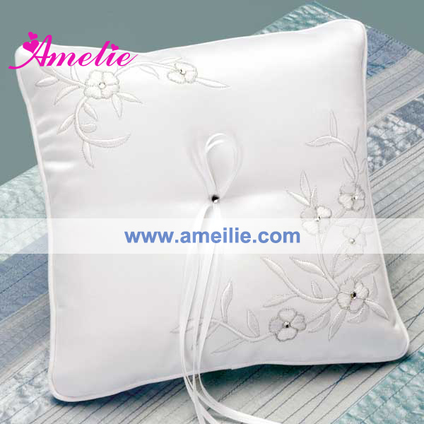 A06119 Embroidery ring pillow wedding