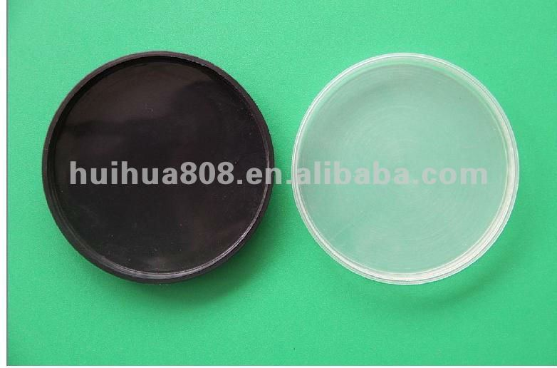 Plastic plug for paper tube