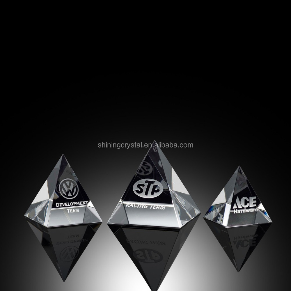 optical crystal pyramid paperweight pyramid award with custom logo etched inside
