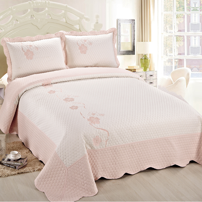 China Factory Smimple Design Pink Embroidered Cotton Quilt Bedding Set
