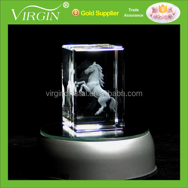 New design 3d laser engraving horse crystal glass cubes with LED light base for gift items