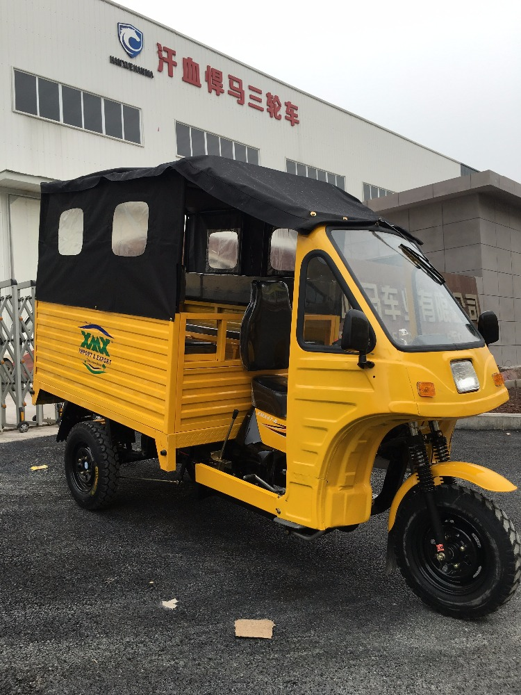 bajaj rickshaw with closed cabin for tourists passenger tricycle