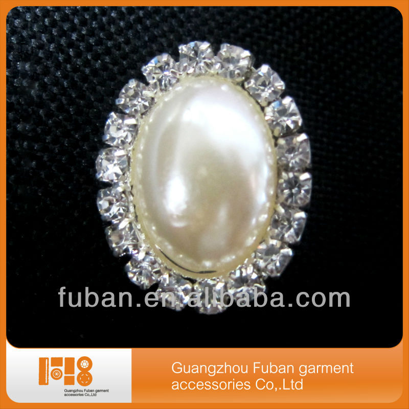 wholesale jewelry Antique diamante and pearl embellishment, pearl brooch