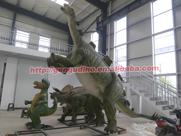 Dinosaur Theme Park Exhibit Stuffed Animal Dinosaur And Fiberglass Dinosaur
