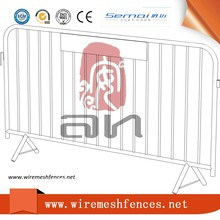 Road Barricade Fence/Metal Barriers Road Safety Products/Crowd Control Barrier