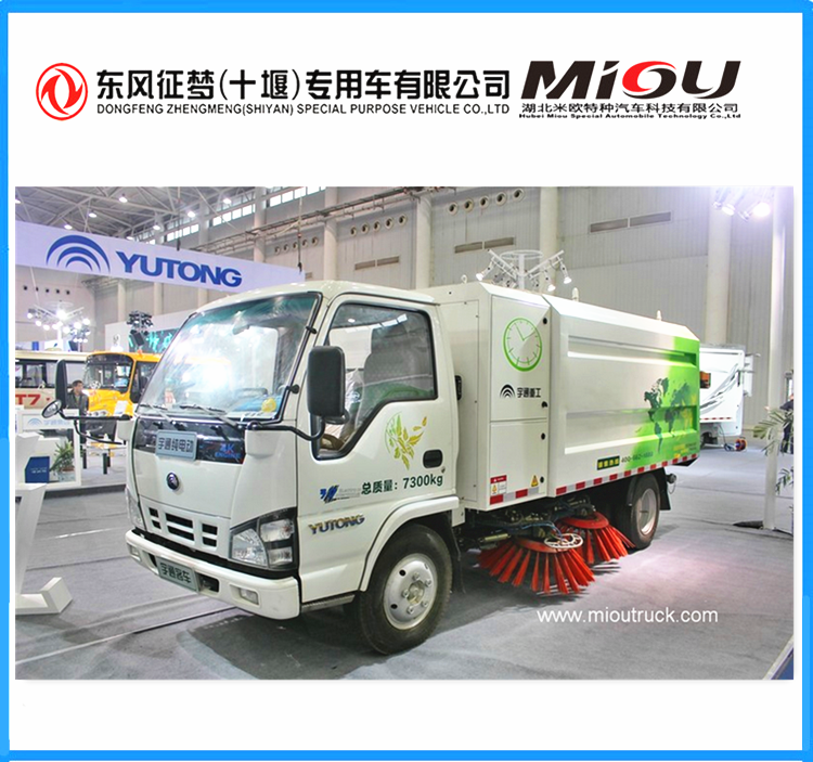 dongfeng 4x2 5200kg rated weight street sweeper truck with brooms for sale