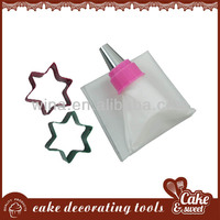 Pastry bag holder with cake cutter for cake