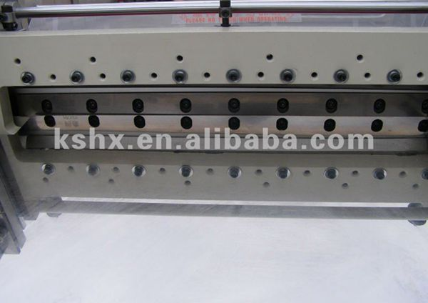 Automatic plastic cutting machine