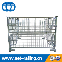 Foldable stackable wire cage with wooden storage pallet
