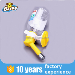 2016 Factory pet products plastic water dispenser dog water bottle
