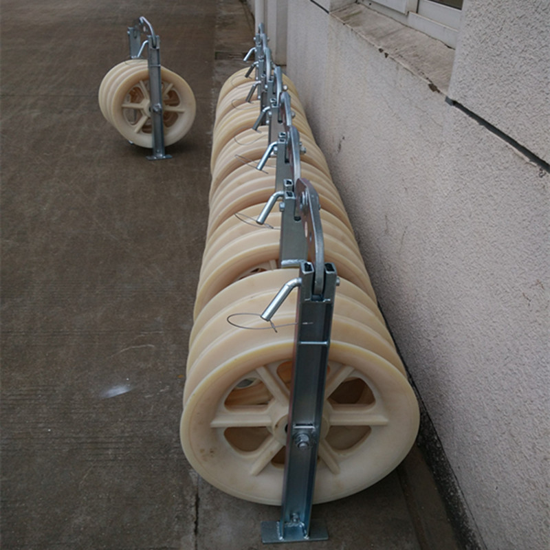 Cable pulling equipment straight electrical cable roller