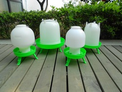 super plastic poultry drinkers feeder with leg