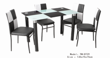 hot selling 2016 morden design home furniture cheap price glass dinning table set / design dinning table with pvc leg DT29