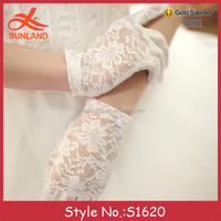 S1620 new fashion elegant ladies girls prom party wrist length short floral white cotton lace gloves wholesale