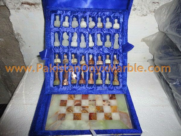 onyx-chess-boards-set-checkers-red-onyx-green-onyx-white-onyx-figures-06.jpg