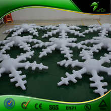 Winter Beautiful Inflatable Lighting Snowflakes , Outdoor Inflatable Christmas Decoration LED Snowflakes Balloon Model