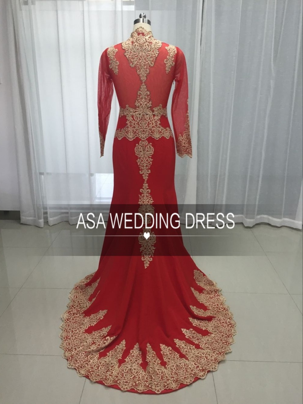 HT19 Real Sample Long Sleeve Dubai Gown Arabic Red and Gold Mermaid Patterns of Lace Evening Dress with Cape