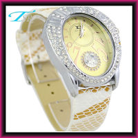 2013 ladies vogue watches popular in Europe and OEM design is welcomed for Christmas with alloy case and PU band