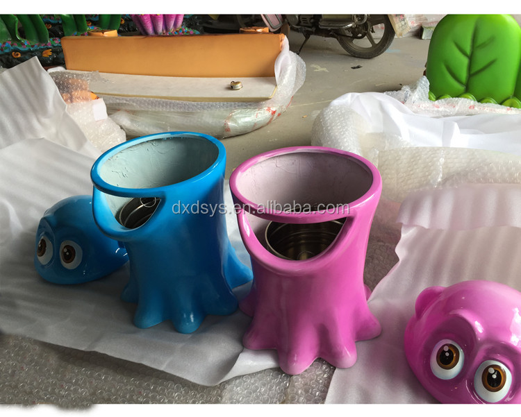 Outdoor animal design trash can with cover for theme park decoration