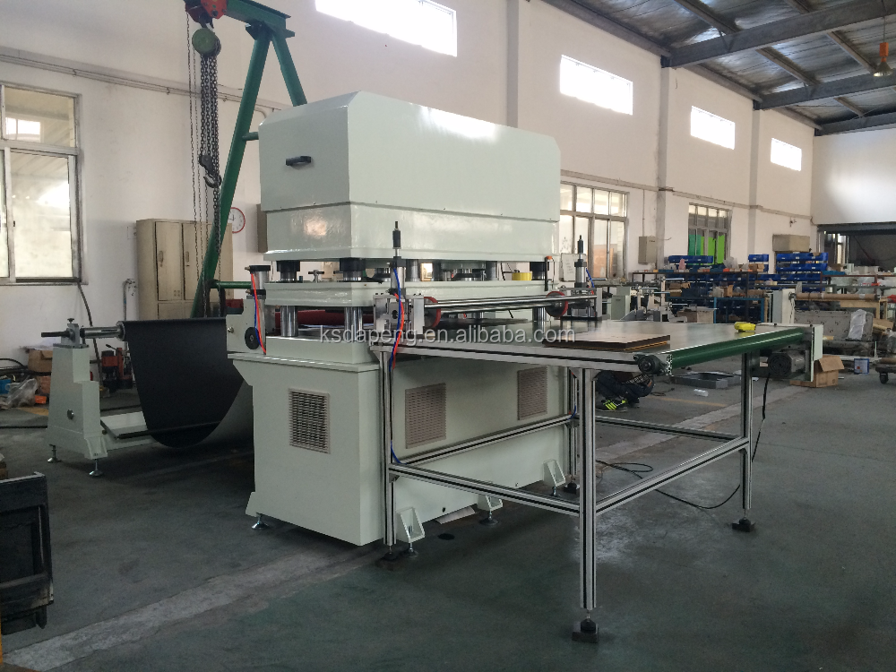 Roll to sheet automatic foam cutting machine
