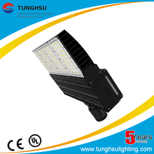 Design Tennis Court IP66 240W solar led street light manufacture