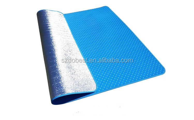 XPE outdoor aluminized moisture-proof foldable beach camping mat, baby floor play mat