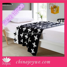 New Products!Handmade Swiss Cross Monochrome Knit Baby Blanket And Throw Size Approx 42 x 52inches
