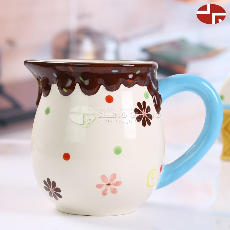 Ceramic small milk pot with ice-cream and snow decorative with lid water jug fruit juice jug