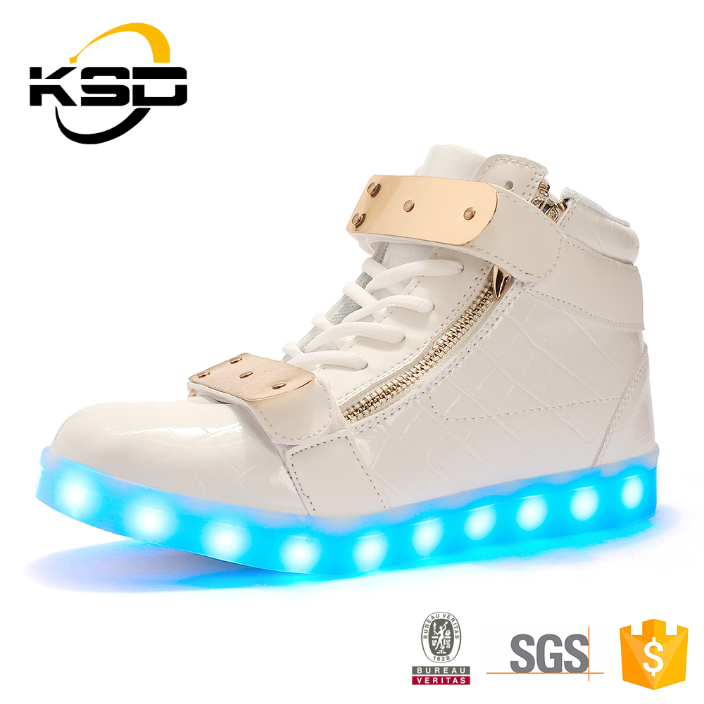 2016 New Style Suitable Men Led Light , High Heel Sport Soccer Shoes