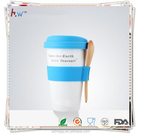 Durable silicone coffee cup sleeve with lid