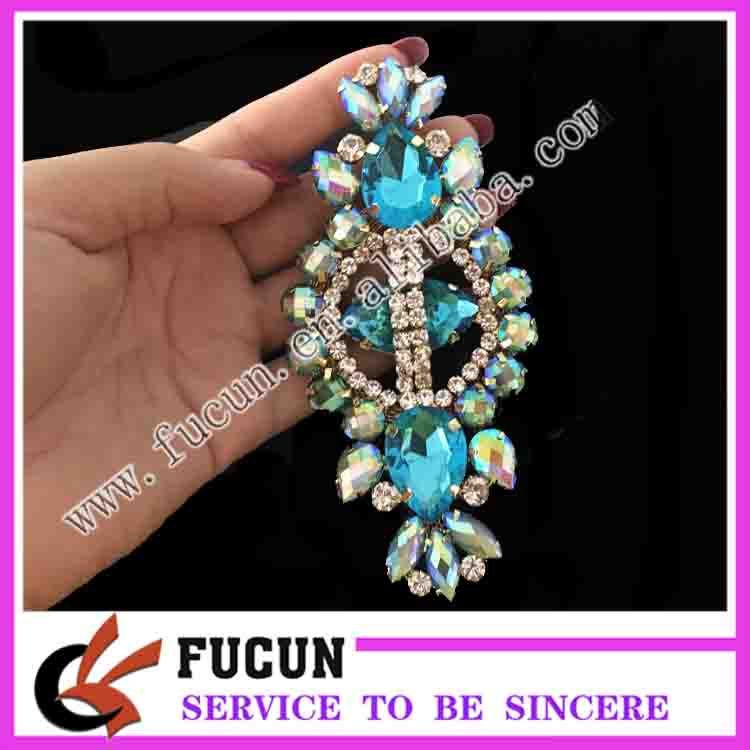 Hot sell flat back jewelry wedding decorative acrylic resin brooch in silver