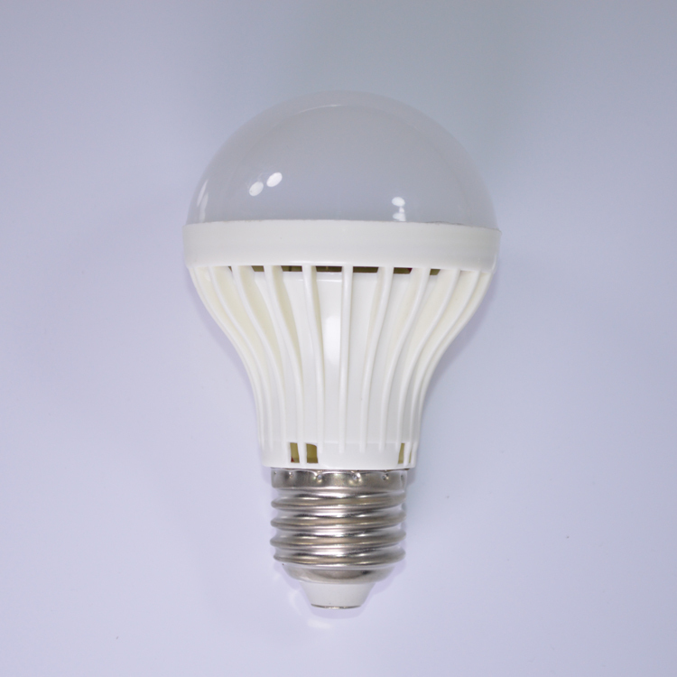2015 new China factory price CE ROHS approved 12V led bulb <strong>light</strong> 7W E27