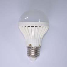 2015 new China factory price CE ROHS approved 12V led bulb light 7W E27
