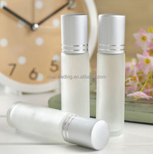 Guangzhou frosted glass perfume bottle with metal roller ball, cosmetic empty perfume roll on bottle, 15ml perfume pen bottle