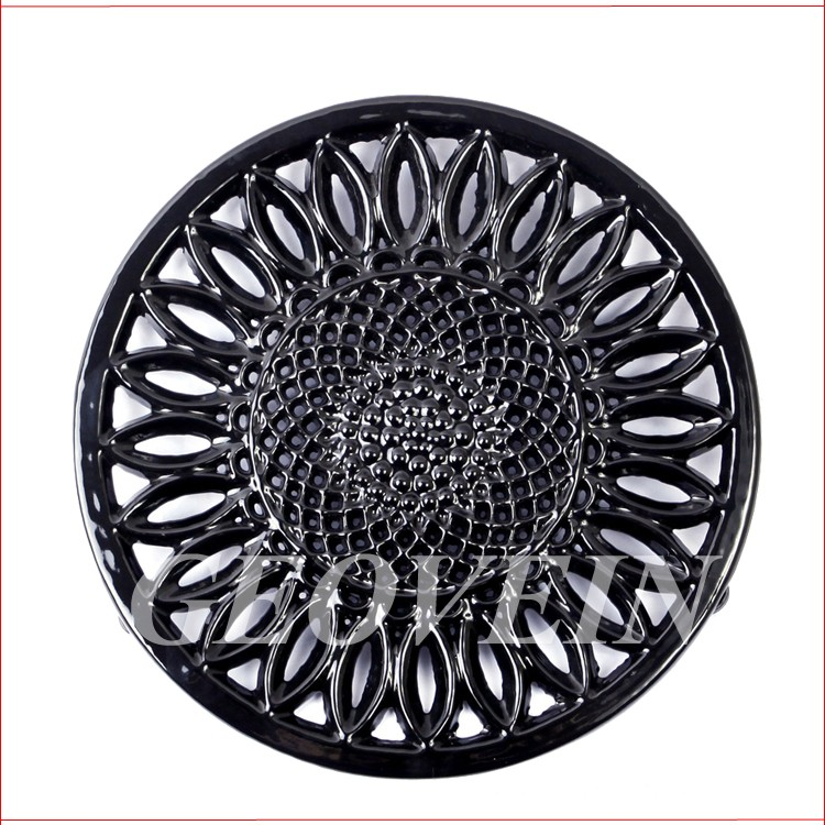 2018 As seen on TV antique metal round animal shape cast iron trivet