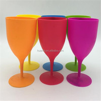 Hot sale in Amazon product,plastic frozen goblet wine glasses beautiful color glass