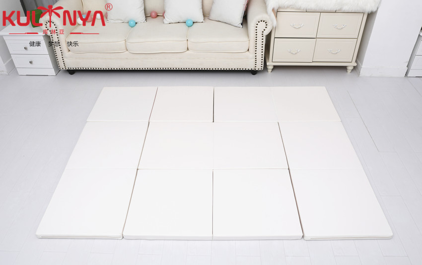 white playpen mat 1.jpg