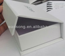White cardboard paper gloss lamination paper box manufacturer , packaging paper gift box with magnet