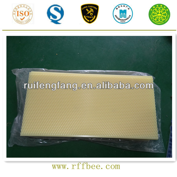 Manufacturer supply honey comb foundation with low price beekeeping tools