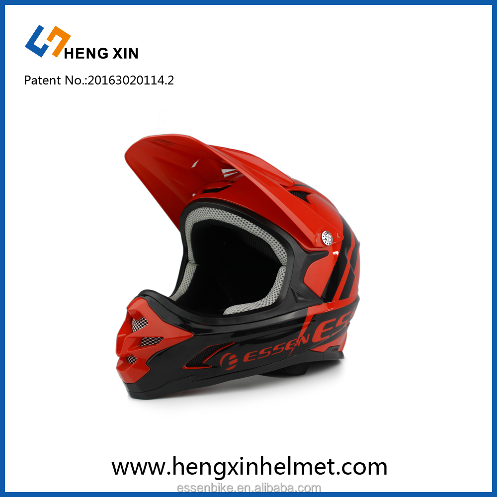 Motorcycle downhill helmet with PC and EPS material in outdoors