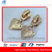 CD7498 Custom Heart Shape Golden Metal Zipper Slider