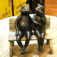 Hand carved resin couple frog figurine
