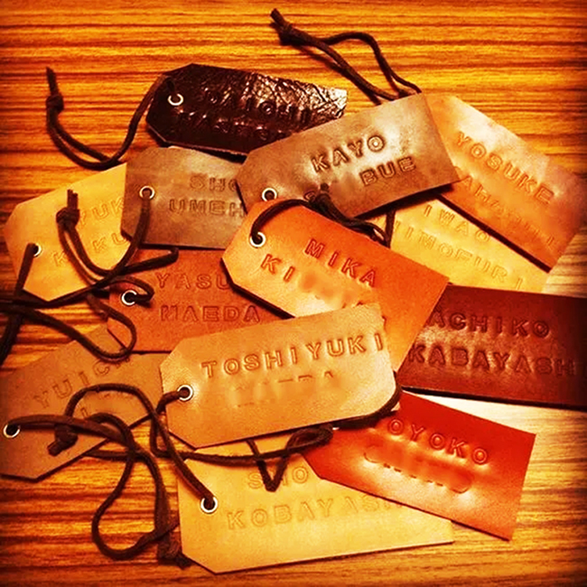 Low price custom gold foil jeans hang tags for clothing